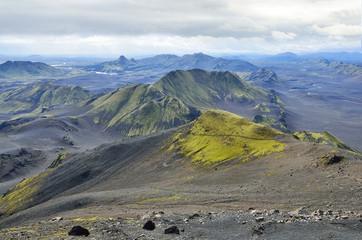 Исландия, горный пейзаж в пасмурную погоду