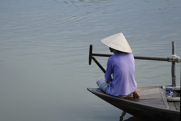 Vietnamise women on the boat