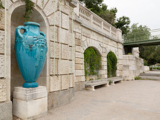 Jugendstil Keramik Vase im Wiener Stadtpark