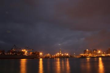 lanterna e il porto di Genova