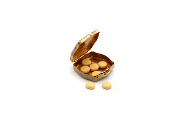 geöffnete Dose mit Tabletten