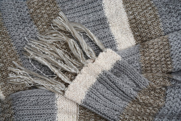 Warme wollen sjaal met verschillende patronen en kleuren