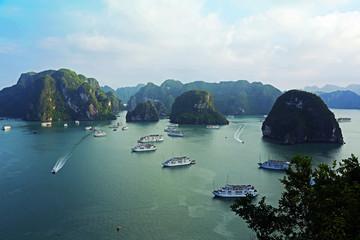 Schiffe in der Halong-Bucht