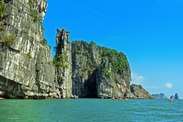 Mit dem Kajak durch die Halong-Bucht