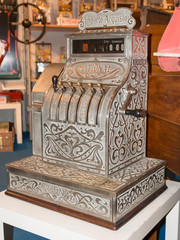 Vintage cash register charge in lire italia