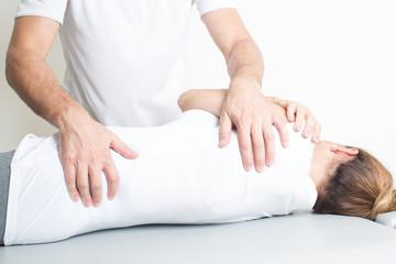 Dorsale Manipulation bei aelterer Patientin