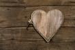 Holz Hintergrund mit Herz und Schlüssel zum Glück