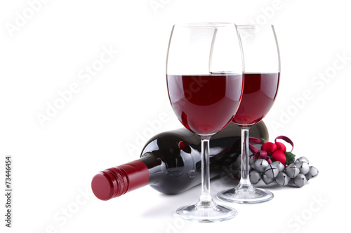 Keuken foto achterwand Wijn Two red wine glasses and Christmas jingles isolated on white