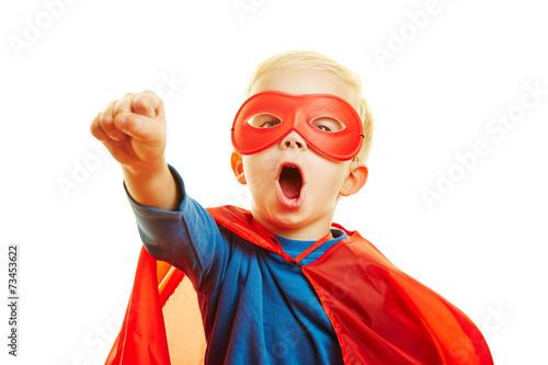 Kind verkleidet sich als Superheld - 73453622