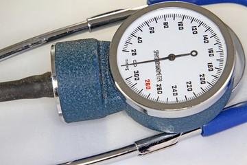 Sphygmomanometer with blood pressure meter