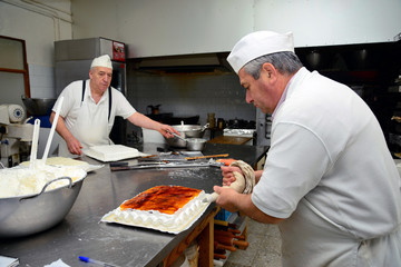 Development and production in a traditional pastry.