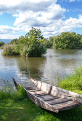 Epave de barque au bord de l'étang, Ingersheim, Alsace