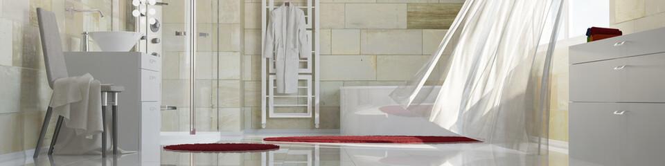 Panorama von einem Badezimmer mit Terrakotta