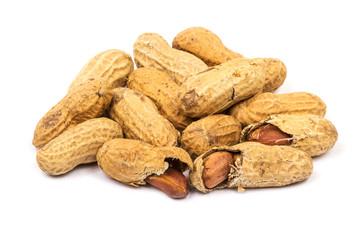 Erdnüsse auf weissem Hintergrund