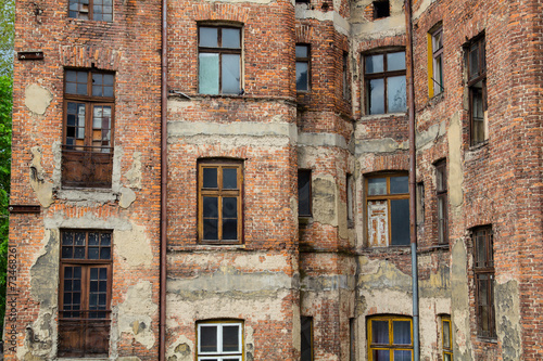 Foto op Plexiglas Wand Old ruined and abandoned city house