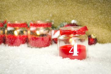 4. adventskerze im schnee