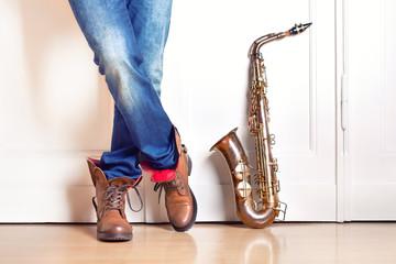 Saxofonist mit Instrument