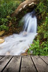 manantial de agua natural