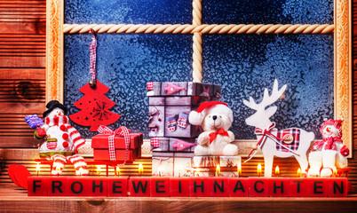 Dekoration am Fenster zu Weihnachten