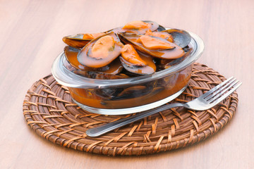 mussels in sauce pot