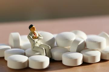 錠剤とビジネスマン