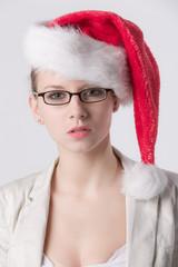 Sekretärin mit Weihnachtsmütze