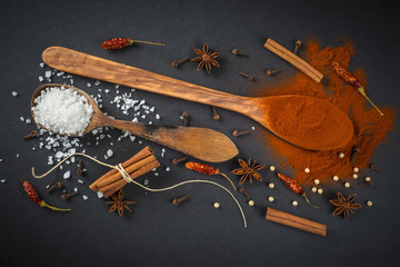 Especias y condimentos en la cocina para la dieta mediterránea