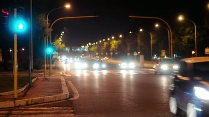 Strada notturna. Roma. Auto in movimento