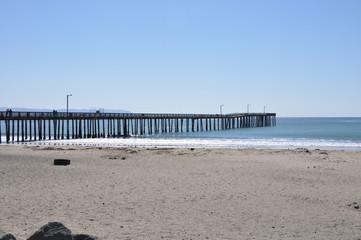 pier aan de kust