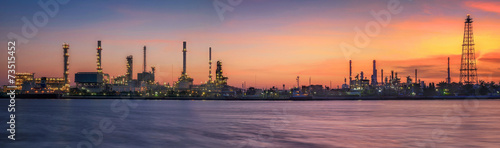 Staande foto Industrial geb. petrochemical plant in night time with reflection over the river