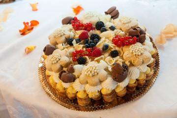 chocolate cream andr ftuit cake