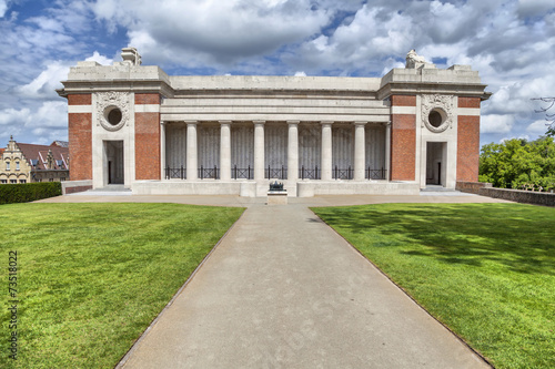 Papiers peints Commemoratif Menin Gate - World War I memorial in Ypres