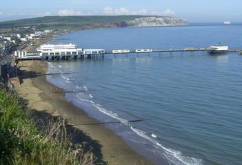 Blick über Sandown mit Pier und Culver Cliff (Isle of Wight)