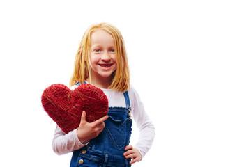 Mädchen mit Herz im Arm