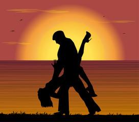 coppia che balla il tango al tramonto
