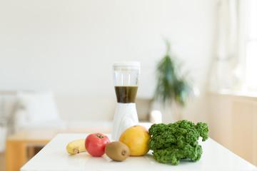 果物とミキサー