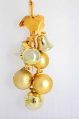 Grappe de boules dorées