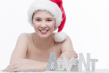 Mädchen mit Nikolausmütze am Advent