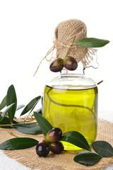 ampolla con olive fresche di olio su tela