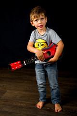 Kind mit Gitarre