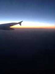 закат из окна самолета
