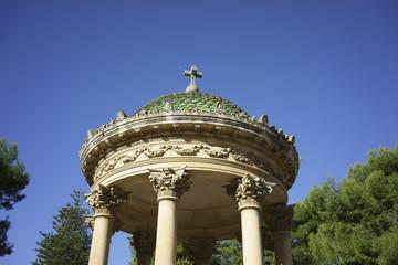 Piccolo tempio con colonne