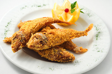 The breaded fish in corn with lemon
