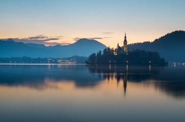 fototapeta wczesny świt nad jeziorem Bled, Słowenia