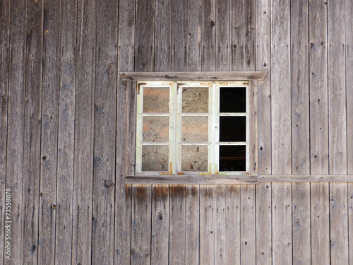 canvas print picture Fenster in grauer Holzwand