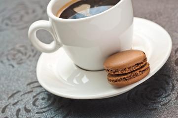 tasse de café et macaron