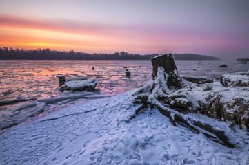 rzeka skuta lodem