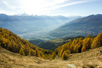 Paesaggio autunnale di montagna