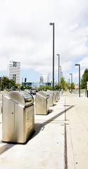 Modernos contenedores de basuras, Barcelona