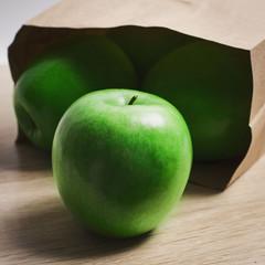 Зелёные яблоки на деревянном фоне, Green apples on a wooden back
